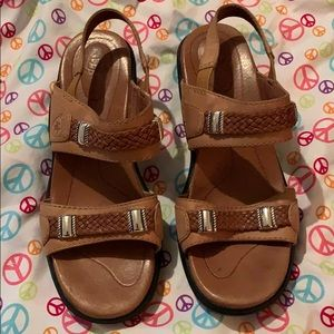 Ariat Sandals Size 7.5 Tan Leather Silver Hardware